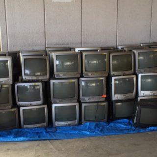 旭区にて、ブラウン管テレビ90台の回収