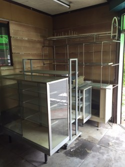 守口市にて、移転後の店舗と倉庫の不用品回収