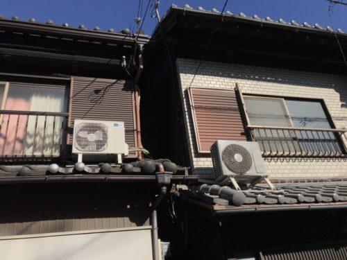例えばこんな風に室外機が屋根に乗っていたり、天井に吊るされている場合など、まずはお電話でご相談ください。